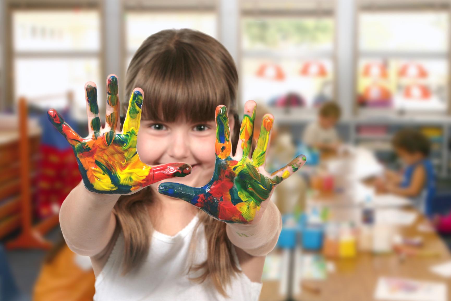 photodune-833911-classroom-painting-in-kindergarten-m